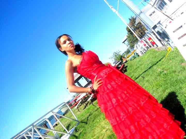 1-(2)-angienewlook-estilista-de-moda-madrid-personal-shopper-madrid-angie-reyn-moda-mujer-blogger-estilo-style-que-me-pongo-vestido-rojo-largo