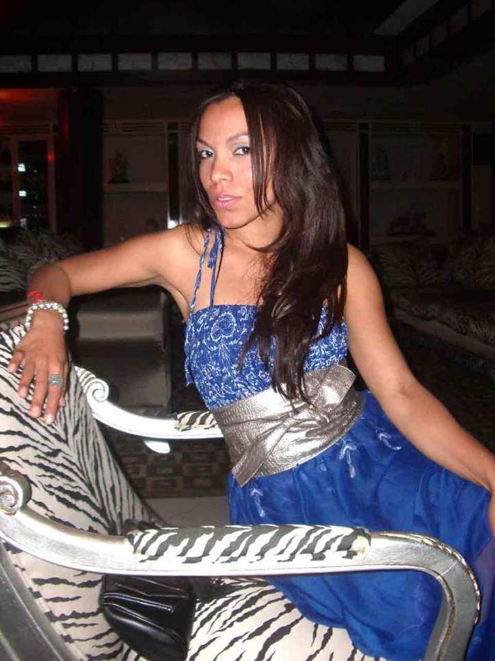 1-angienewlook-estilista-de-moda-madrid-personal-shopper-madrid-angie-reyn-moda-mujer-blogger-estilo-style-que-me-pongo-happy-vestido-azul--versace-home