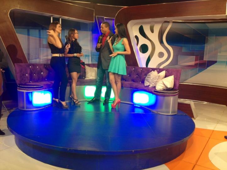 estilista de moda-dominican blogger-angienewlook-angie r-angie reyn-el escandalo del 13-telecentro-santo domingo-dominican republc-el show del medio día-dolphy pelaez