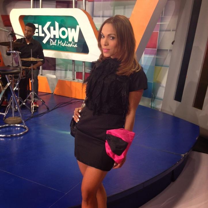 estilista de moda-dominican blogger-angienewlook-angie r-angie reyn-el escandalo del 13-telecentro-santo domingo-dominican republc-el show del medio día