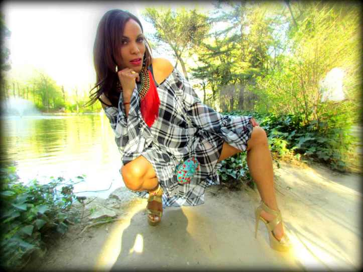 vestido-dress-mary paz metallic sandals-frindges necklace-moda mujer-estilo-fashion-style-angie-angienewlook-angie reyn-color blocking-high heels-sandalias con plataforma