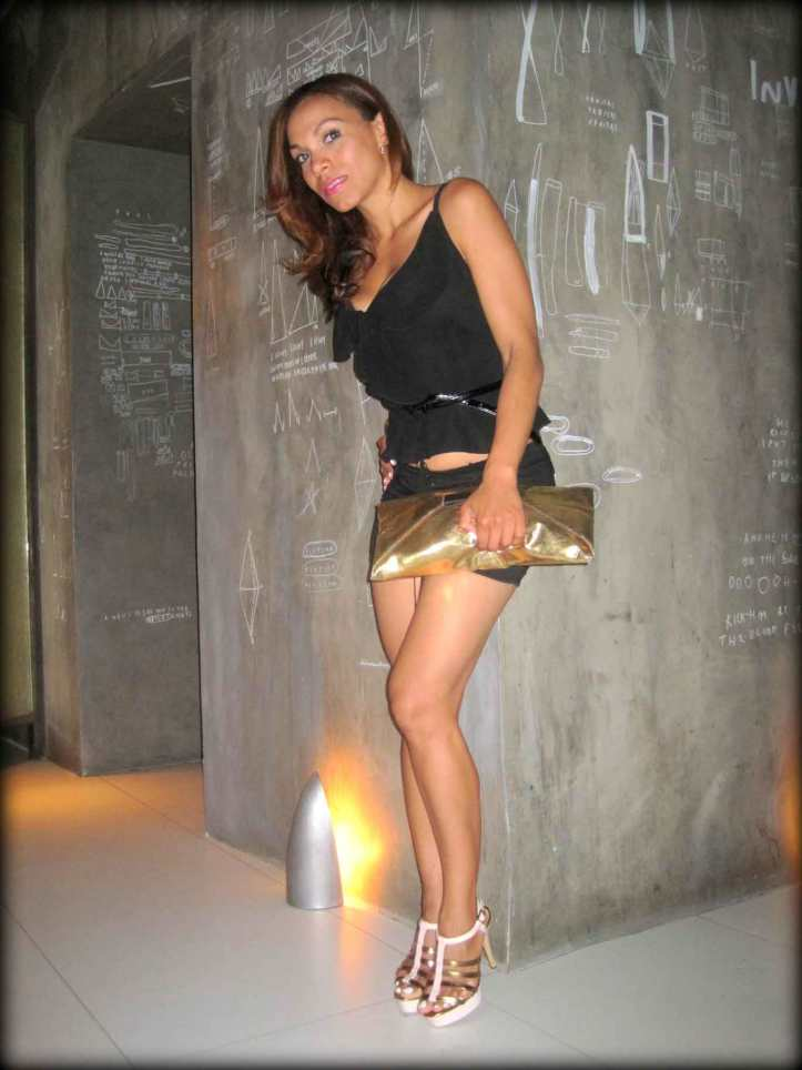 angienewlook-angie-reyn-ramses-madrid-total-black-brunch-que-me-pongo-what-to-wear-short-moda-fashion-blog-top-donna-karan