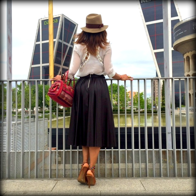 angienewlook-pleat skirt-peep toes-hernan cortes-angie reyn-estilista moda madrid-personal shopper madrid-midi skirt-madrid-blog moda-bolso comprado en marrakech