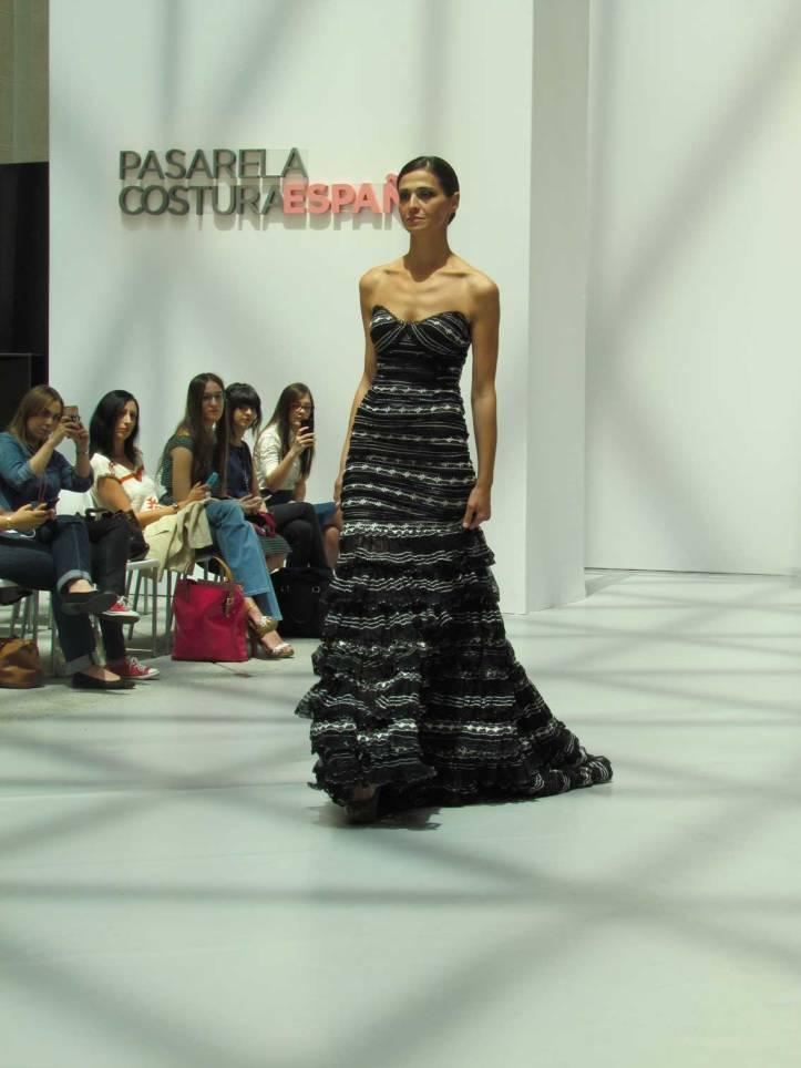 ogadenia-diaz-pasarela-costura-españa-moda-españa-galeria-de-cristal-angienewlook-novias-bride-angie-reyn--fashion-stylist-estilista-de-moda-moda-estilo-tendencias-volantes