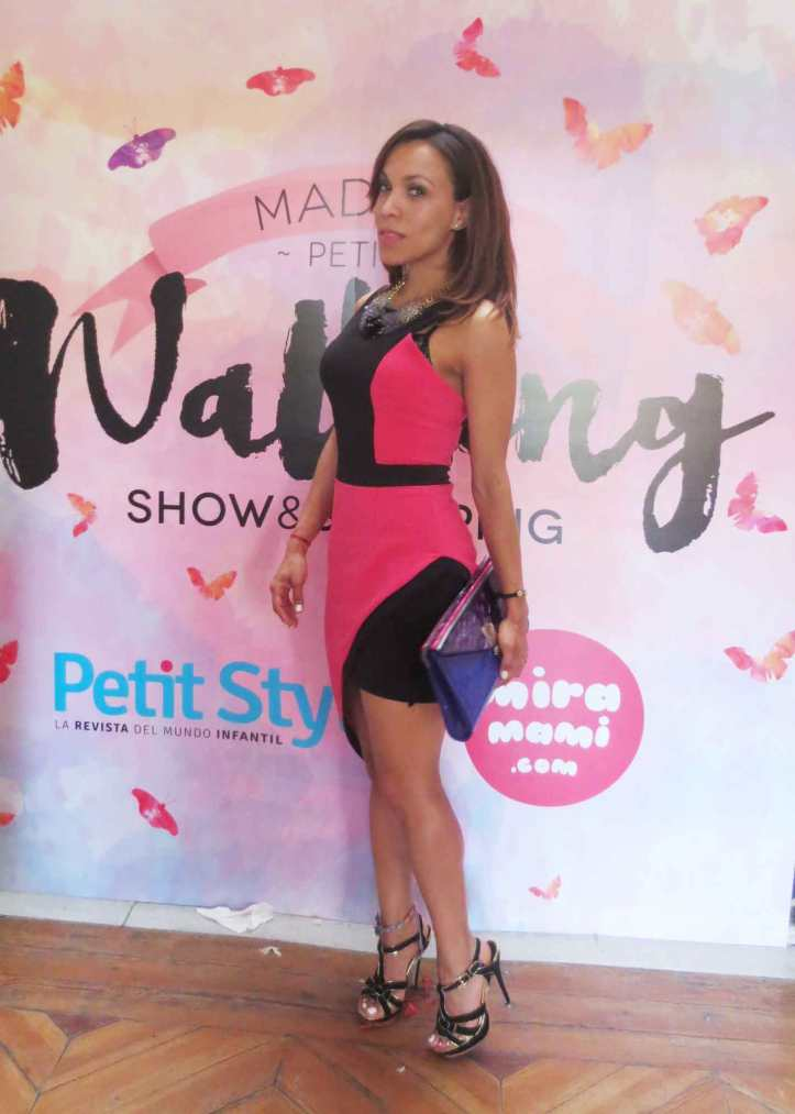 petite-style-petite-style-walking-madrid-petite-walking-angienewlook-blogger-estilo-fashion-blog-madrid--pink-and-black-angie-reyn-what-to-wear-missnewlook-statemen-necklace