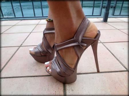 switzerland-suiza-lugano-stripes-top-rayas-denny-rose-angie-reyn-falda-de-cuero-gafas-prada-fashion-blogger-personal-shopper-madrid-casadei-sequin-playsuit-seven-lugano