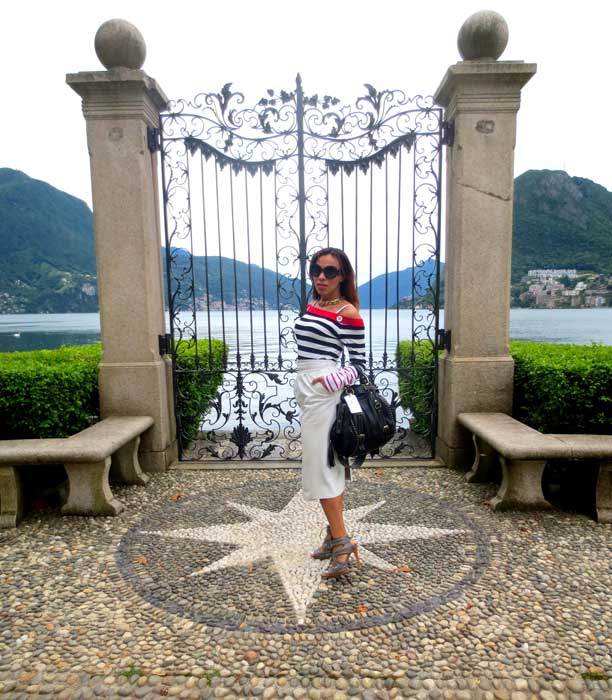 switzerland-suiza-lugano-stripes-top-rayas-denny-rose-angie-reyn-falda-de-cuero-gafas-prada-fashion-blogger-personal-shopper-madrid-estilo-navy