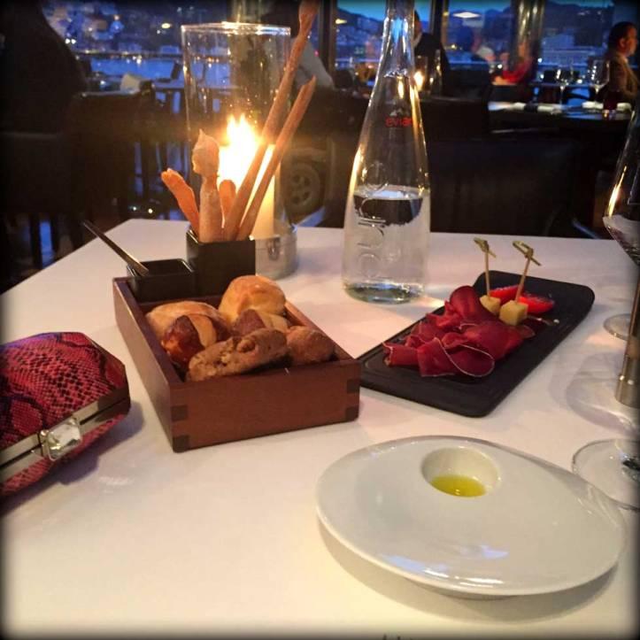switzerland-suiza-lugano-stripes-top-rayas-denny-rose-angie-reyn-falda-de-cuero-gafas-prada-fashion-blogger-personal-shopper-madrid-vestido-de-rayas-sombrero-oysho-seven-restaurant