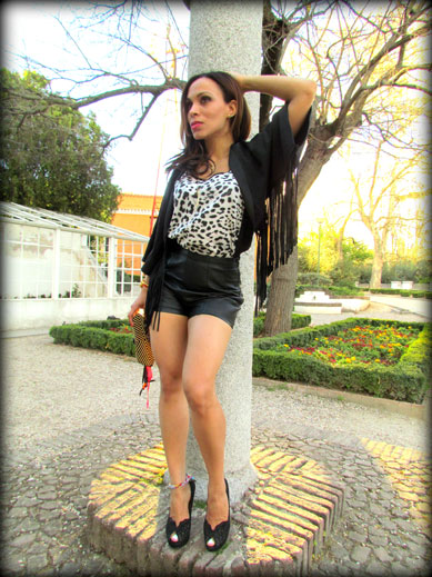 angienewlook-angie reyn-angie-zapatos zara-peep toes-sexy woman chaleco-flecos-personal shopper madrid-tacones-tienda online-complementos missnewlook-animal print-marc jacobs-pantalon cuero