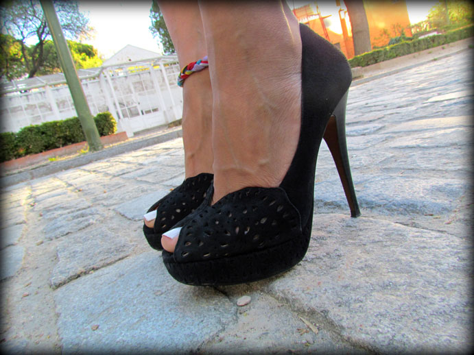 angienewlook-angie reyn-angie-zapatos zara-peep toes-sexy woman chaleco-flecos-personal shopper madrid-tacones-tienda online-complementos missnewlook