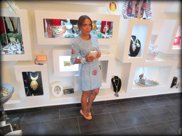 indulge dr-moda de lujo-moda-estilo-cartera de mano-clutch-vestido joya-vestido estilo balmain-angie-angie reyn-angienewlook-dominican blogger-caribe-republica dominicana