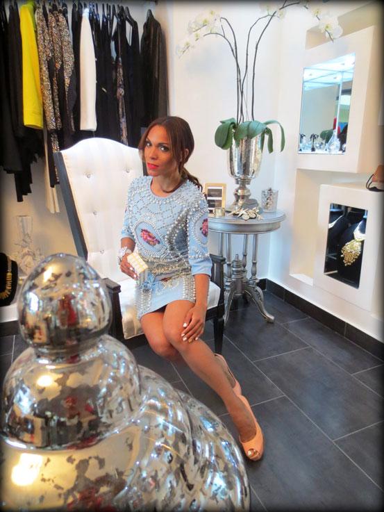 indulge dr-moda de lujo-moda-estilo-cartera de mano-clutch-vestido joya-vestido estilo balmain-angie-angie reyn-angienewlook-dominican blogger-vestido de fiesta-personal shopper madrid