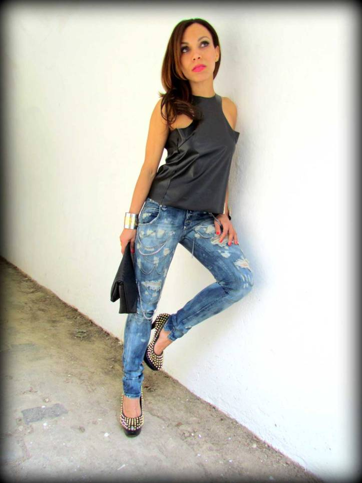 sexy-woman-jeans-pantalon-sexy-women-ripped-jeans-vince-camuto-tacones-high-heels-angie-r-angienewlook-angie-reyn-top-leather-elizabeth-arden-pink-gloss