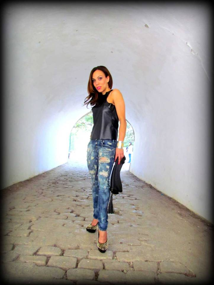 sexy-woman-jeans-pantalon-sexy-women-ripped-jeans-vince-camuto-tacones-high-heels-angie-r-angienewlook-angie-reyn-top-leather-pantalon-jeans-roto