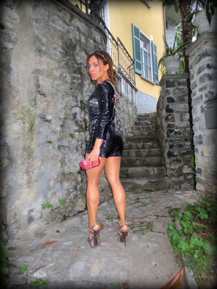 switzerland-suiza-lugano-stripes-top-rayas-denny-rose-angie-reyn-falda-de-cuero-gafas-prada-fashion-blogger-personal-shopper-madrid-miss-selfridge-sequin-playsuit-gandria