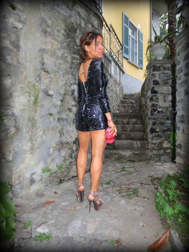 switzerland-suiza-lugano-stripes-top-rayas-denny-rose-angie-reyn-falda-de-cuero-gafas-prada-fashion-blogger-personal-shopper-madrid-miss-selfridge-sequin-playsuit