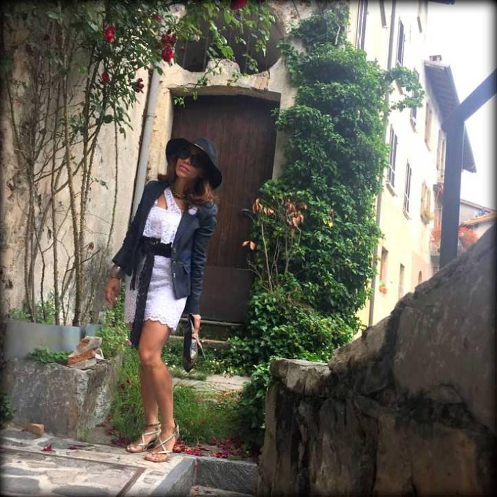 switzerland-suiza-lugano-stripes-top-rayas-denny-rose-angie-reyn-falda-de-cuero-gafas-prada-fashion-blogger-personal-shopper-madrid-vestido-de-rayas-sombrero-estilo-petite-fashion