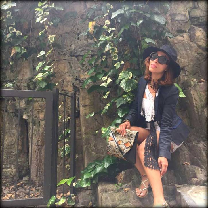 switzerland-suiza-lugano-stripes-top-rayas-denny-rose-angie-reyn-falda-de-cuero-gafas-prada-fashion-blogger-personal-shopper-madrid-vestido-de-rayas-sombrero-fashion-is-attitude