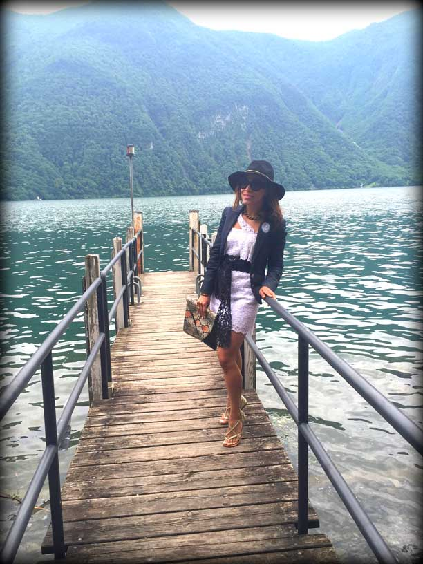 switzerland-suiza-lugano-stripes-top-rayas-denny-rose-angie-reyn-falda-de-cuero-gafas-prada-fashion-blogger-personal-shopper-madrid-vestido-de-rayas-sombrero-little-white-dress