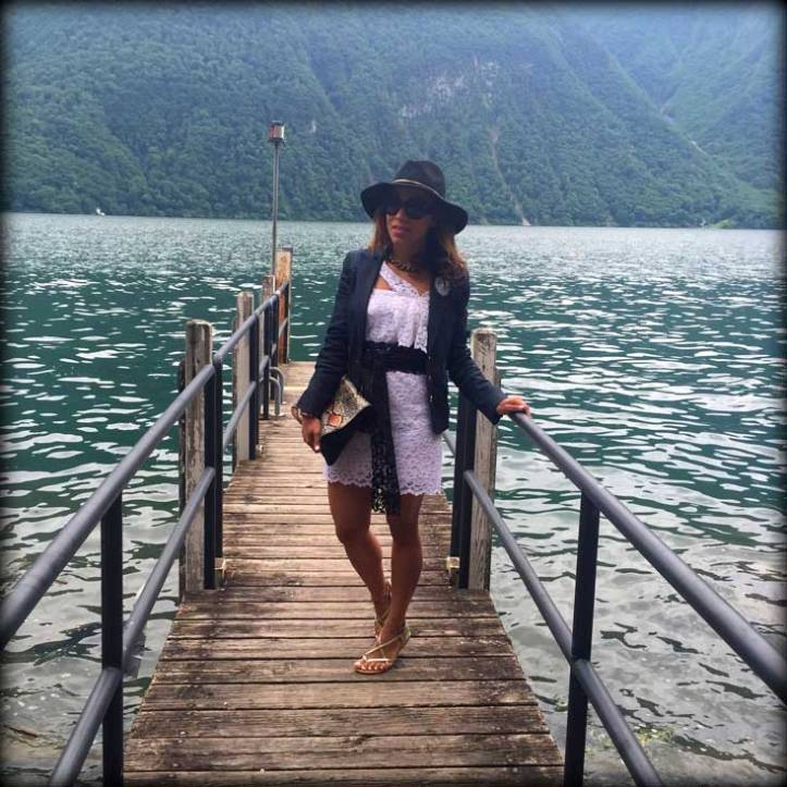 switzerland-suiza-lugano-stripes-top-rayas-denny-rose-angie-reyn-falda-de-cuero-gafas-prada-fashion-blogger-personal-shopper-madrid-vestido-de-rayas-sombrero-oysho-flat-sandals