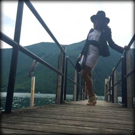 switzerland-suiza-lugano-stripes-top-rayas-denny-rose-angie-reyn-falda-de-cuero-gafas-prada-fashion-blogger-personal-shopper-madrid-vestido-de-rayas-sombrero-oysho-vestido-blanco