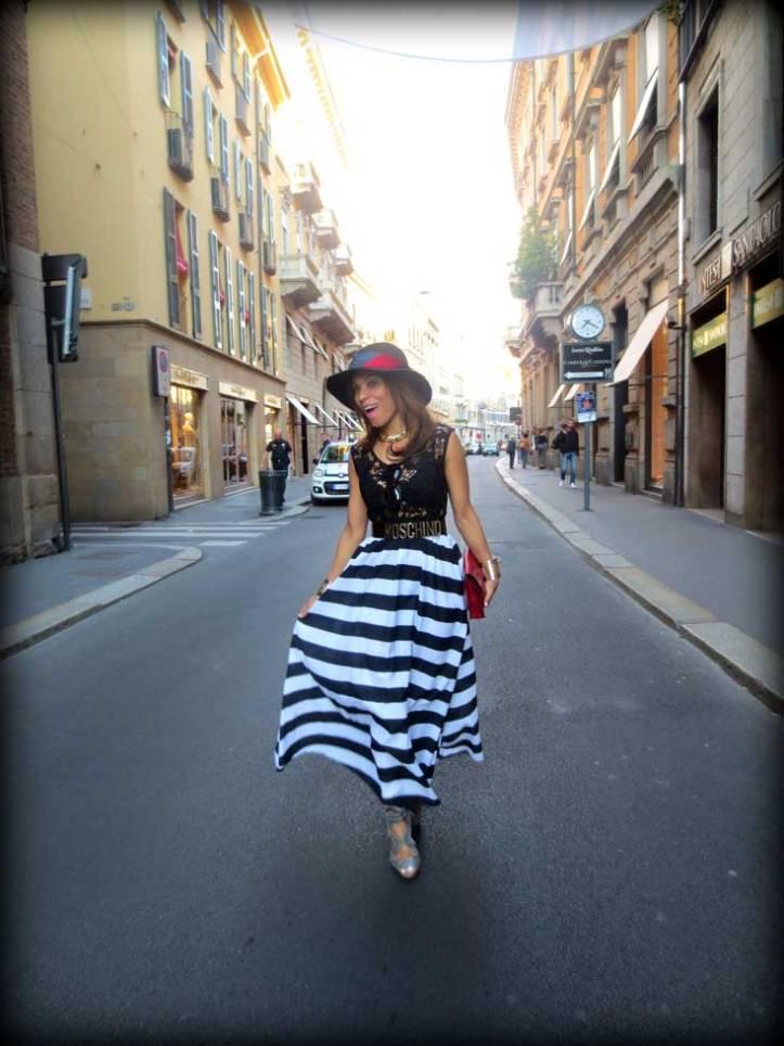 switzerland-suiza-lugano-stripes-top-rayas-denny-rose-angie-reyn-falda-de-cuero-gafas-prada-fashion-blogger-personal-shopper-madrid-vestido-de-rayas-sombrero-oysho-via-montenapoleone