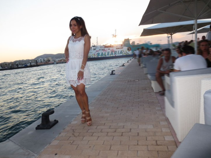 angienewlook-angie-reyn-adlib-ibiza-isla-pitiusa-crown-flower-crown-headpiece-la-marina-platform-wedges-sandalias-mary-paz-white-dress-vestido-blanco-balearia