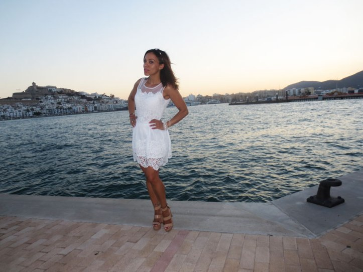 angienewlook-angie-reyn-adlib-ibiza-isla-pitiusa-crown-flower-crown-headpiece-la-marina-platform-wedges-sandalias-mary-paz-white-dress-vestido-blanco-MODA-MUJER