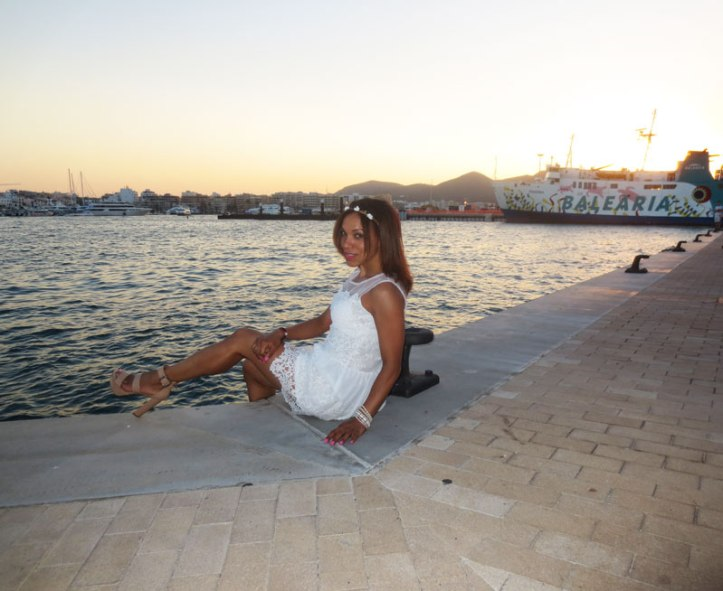angienewlook-angie-reyn-adlib-ibiza-isla-pitiusa-crown-flower-crown-headpiece-la-marina-platform-wedges-sandalias-mary-paz-white-dress-vestido-blanco-ZAPATOS-de-temporada