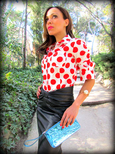 denny-rose-la-strada-nude-stilettos-zapatos-de-salon-falda-polipiel-camisa-de-lunares-rojos-angienewlook-angie-reyn-blogger-fashion-stylist-camisa-blanca