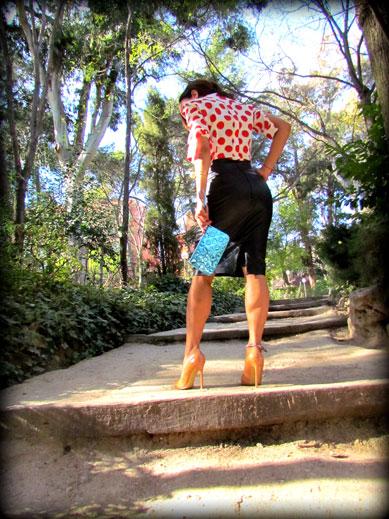 denny-rose-la-strada-nude-stilettos-zapatos-de-salon-falda-polipiel-camisa-de-lunares-rojos-angienewlook-angie-reyn-blogger-fashion-stylist-cartera-de-mano