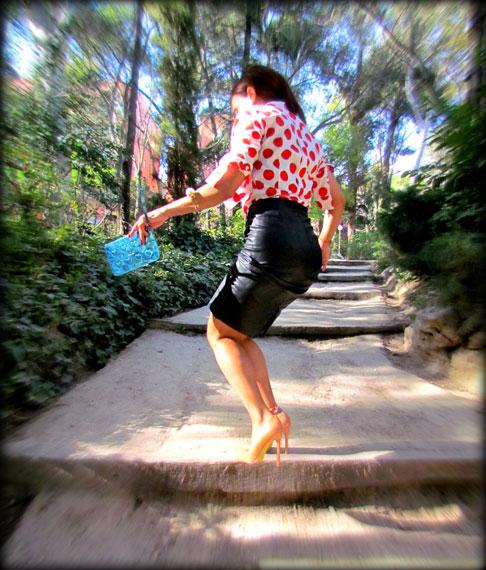 denny-rose-la-strada-nude-stilettos-zapatos-de-salon-falda-polipiel-camisa-de-lunares-rojos-angienewlook-angie-reyn-blogger-fashion-stylist