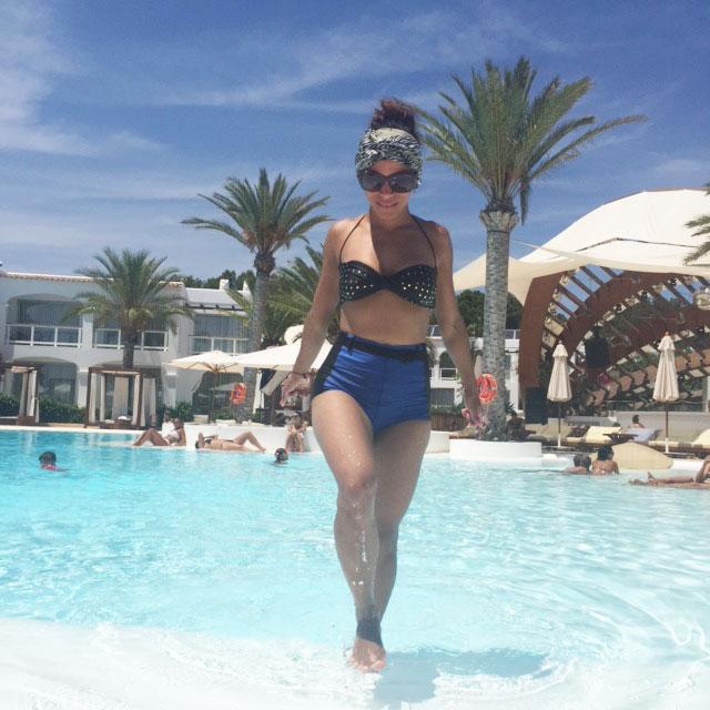 destino-pacha-ibiza-resort-angienewlook-angie-reyn--bikini-vintage-turban-estilo-estlista-de-moda-madrid-piscina-moda-baño-animal-print