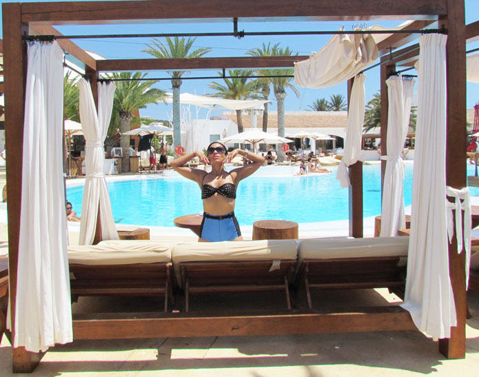 destino-pacha-ibiza-resort-angienewlook-angie-reyn--bikini-vintage-turban-estilo-estlista-de-moda-madrid-piscina-moda-baño-beachwear