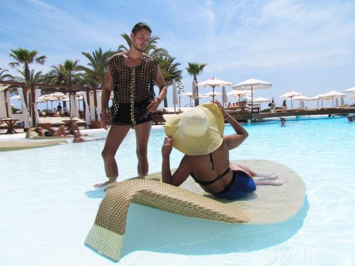 destino-pacha-ibiza-resort-angienewlook-angie-reyn--bikini-vintage-turban-estilo-estlista-de-moda-madrid-piscina-moda-baño-menswear-moda-hombre-arquimedes-llorens