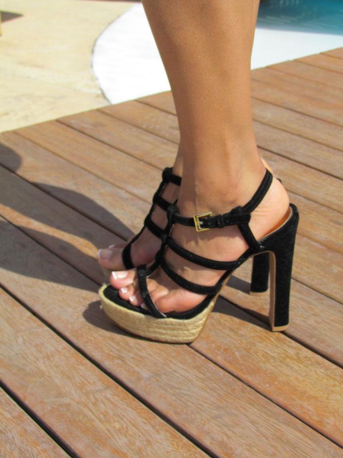 destino-pacha-ibiza-resort-santa-eulalia-isla-pitiusa-angienewlook-angie-reyn-estilista-de-moda-fashion-stylist-stripe-skirt-falda-de-rayas-high-heels-sandals-espadrilles-french-pedicure