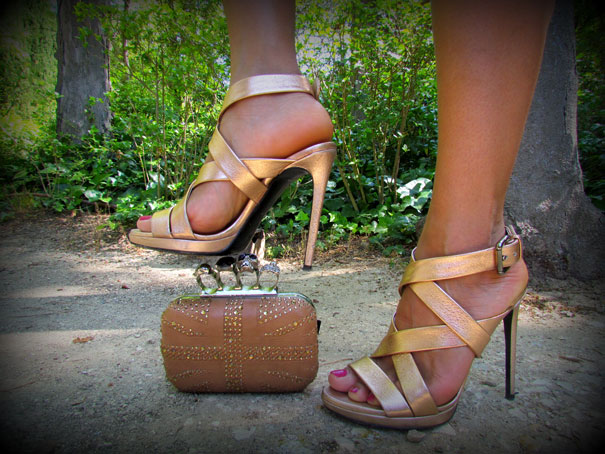 vestido-lentejuelas-sequin-dress-estilo-jlo-marcos-souza-brazilian-designer-angienewlook-angie-reyn-sandalias-dolce-gabbana-sandals-blogger-missnewlook-estilo-tendencias-manicure-rosa