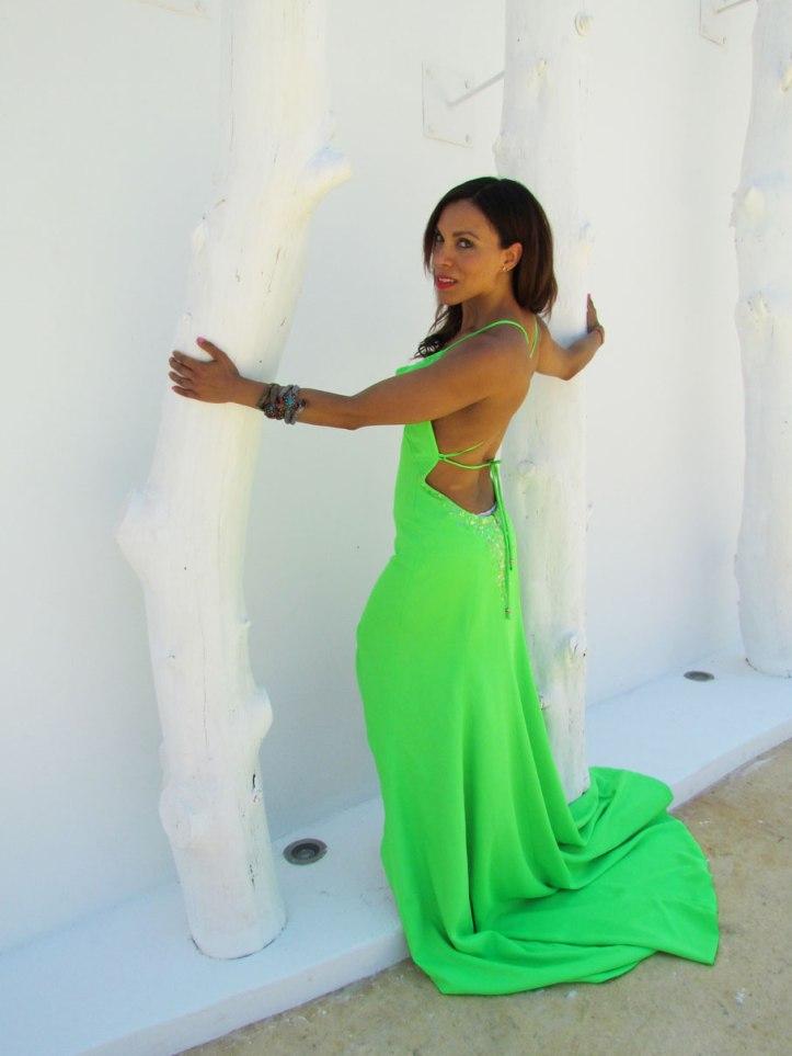 arquimedes-llorens-alta-costura-haute-couture-vestido-fluor-angienewlook-angie-reyn-destino-pacha-ibiza-gown-coral-lips-estilista-de-moda-personal-shopper-madrid-espalda-al-aire