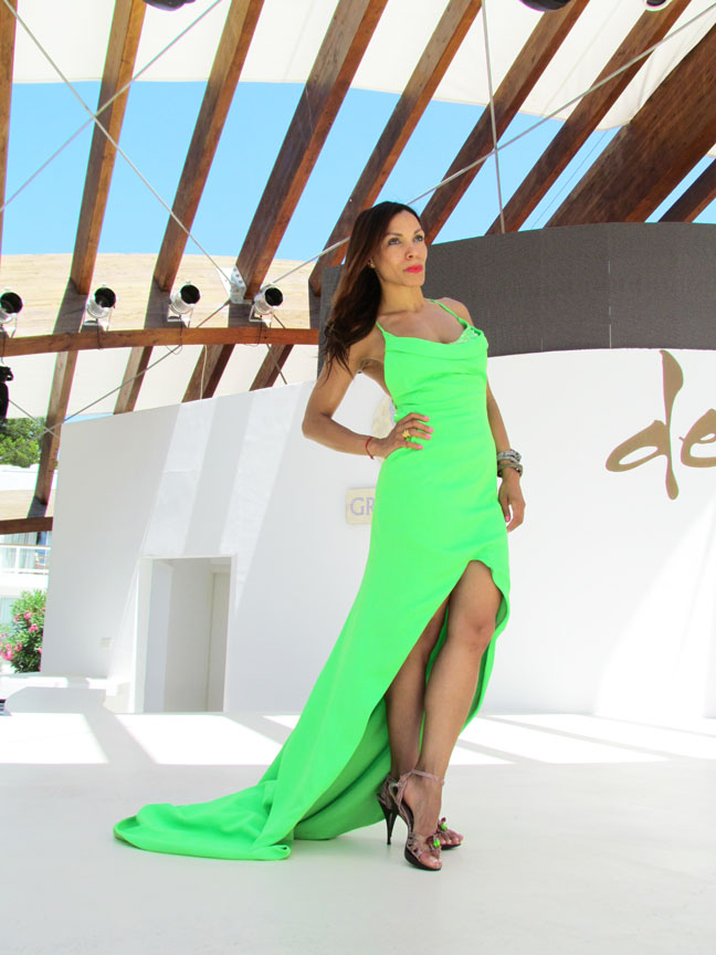 arquimedes-llorens-alta-costura-haute-couture-vestido-fluor-angienewlook-angie-reyn-destino-pacha-ibiza-gown-coral-lips-estilista-de-moda-personal-shopper-madrid-fashion-blogger-shooting