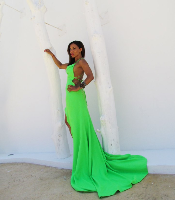 arquimedes-llorens-alta-costura-haute-couture-vestido-fluor-angienewlook-angie-reyn-destino-pacha-ibiza-gown-coral-lips-estilista-de-moda-personal-shopper-madrid-pulseras