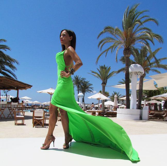 arquimedes-llorens-alta-costura-haute-couture-vestido-fluor-angienewlook-angie-reyn-destino-pacha-ibiza-gown-coral-lips-estilista-de-moda-personal-shopper-madrid-sandals-with-stone