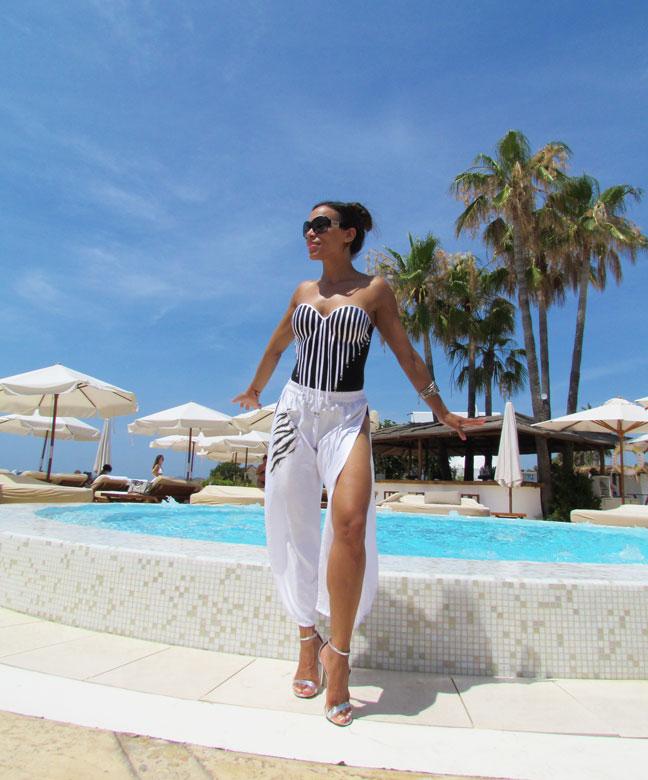 bañador-pareo-arquimedes-llorens-beachwear-swimsuit-angie-angienewlook-angie-reyn-sarong-high-heels-estilo-moda-baño-angienewlook-animal-print-gafas-guess