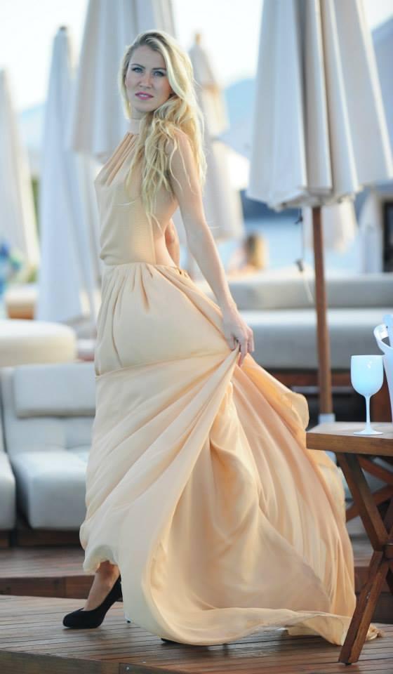 destino pacha ibiza-plashion-haute couture-ibiza-sergio rodriguez couture-angie reyn-angienewlook-moda-estilo-estilista de moda-johan luc katt-vestido color champagne