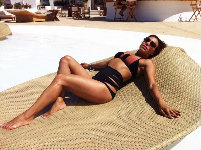 bañador-moda-baño-beachwear-swimwear-angienewlook-destino-pacha-ibiza-destino-resort-bikini-retro-cadenas-blogger-moda-mujer-leaf-ibiza-vintage-swimwear
