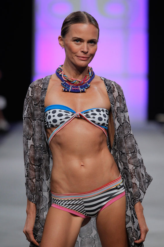 Bloomers&Bikini_mfshow-ss2016-angienewlook-angie-reyn-front-row-moda-baño-swimwears-laura-sanchez-modelo-veronica-blume-models-tresemme-spain