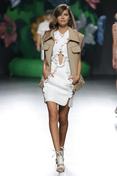 mbfwm15-mbfwmadrid p-v-2016-pasarela españa-semana de la moda madrid-ana locking-blanco y beige-aberturas