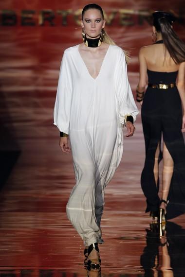 mbfwm15-mbfwmadrid p-v-2016-pasarela españa-semana de la moda madrid-coleccion roberto verino p-v-2016-vestido blanco-escote v-angie r-angie reyn-angie-missnewlook