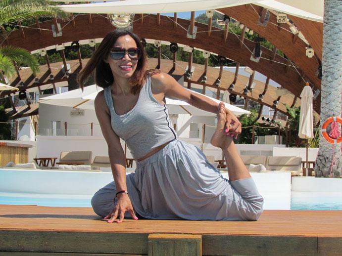 urban-bamboo-angienewlook-angie-reyn-eco-friendly-destino-ibiza-yoga-session-gym-estilo-en-el-gimnasio-angie-reyn-moda-fashion-estilo-lifestyle-gafas-sunglasses-armani-exchange-bamboo-fibre