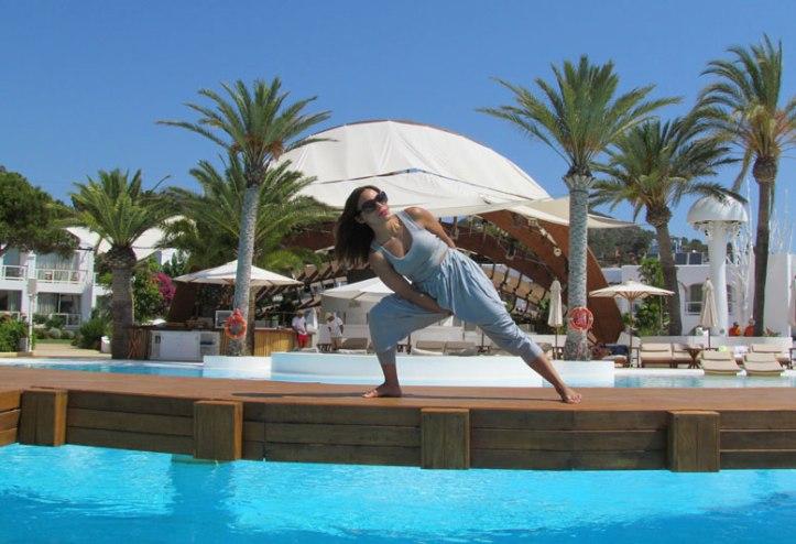 urban-bamboo-angienewlook-angie-reyn-eco-friendly-destino-ibiza-yoga-session-gym-estilo-en-el-gimnasio-angie-reyn-moda-fashion-estilo-lifestyle-gafas-sunglasses-armani-exchange-ropa-de-deporte