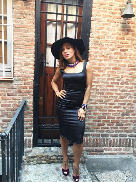 angie-r-lbd-vestido-negro-de-cocktail-sombrero--tocado-hat-escote-cuadrado-accesorios